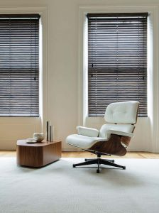 Smart chair with smart blinds